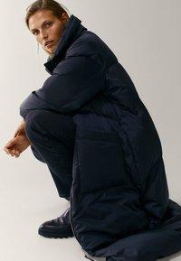 Massimo Dutti - MIT STEPPNÄHTEN  - Winter coat - dark blue - 4