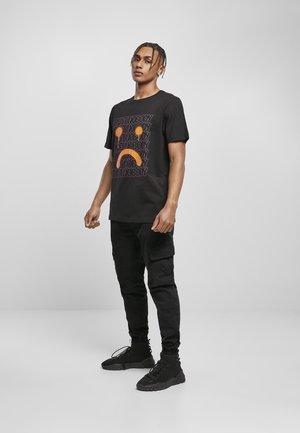 SAD TRUST  - T-shirt print - black/mc