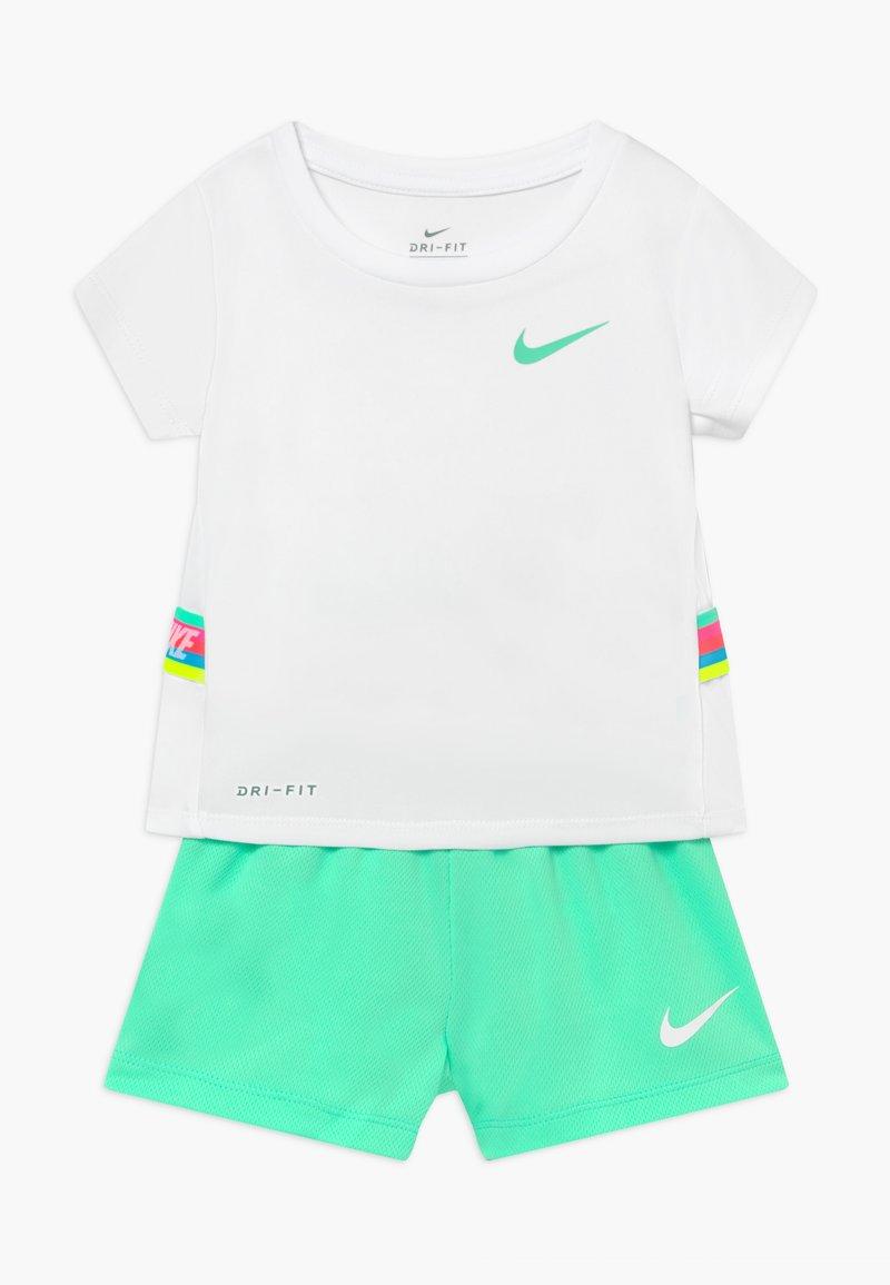 Nike Sportswear - TAPE TEE SET - Tracksuit bottoms - green glow