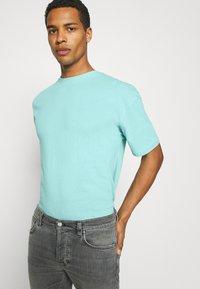 9N1M SENSE - PUFFER FISH - Print T-shirt - aruba blue - 3