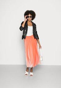 comma casual identity - Pleated skirt - orange - 1