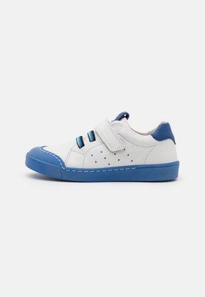 ROSARIO SPORT UNISEX - Trainers - white/blue