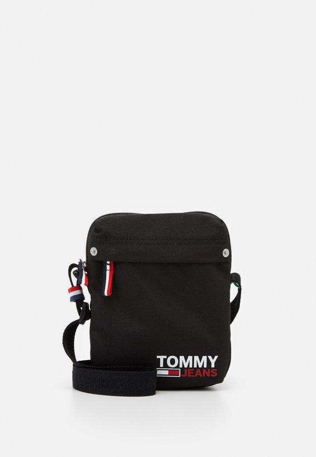 TJM CAMPUS  REPORTER - Across body bag - black
