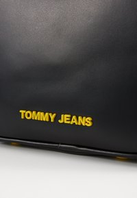 Tommy Jeans - NEW CROSSOVER - Torba na ramię - black