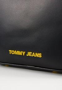 Tommy Jeans - NEW CROSSOVER - Taška spříčným popruhem - black - 4