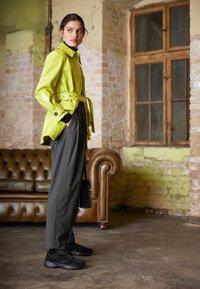 Reebok Classic - AZTREK 96 TRANSLUCENT - Sneakers laag - black/neon lime/true grey - 3