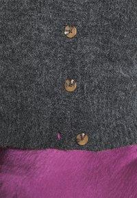 Monki - PAMELA CARDIGAN - Cardigan - grey dark - 7