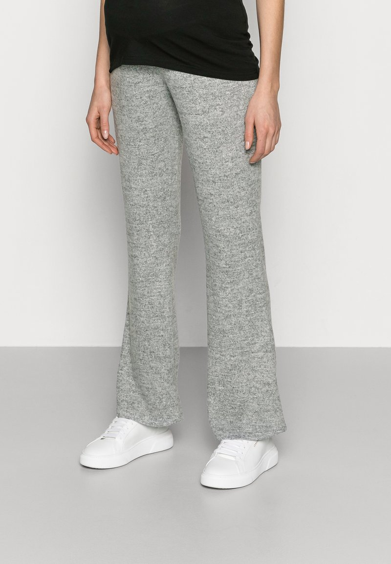 Pieces Maternity - PCMPAM FLARED PANT - Trousers - light grey melange