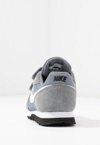 Nike Sportswear - MD RUNNER 2 BPV - Trainers - light grey - 4