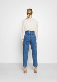 ONLY - ONLJANPAPERBAG BELT - Jeans slim fit - dark blue denim - 2
