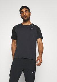 Nike Performance - Triko spotiskem - black - 0