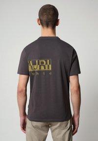Napapijri - SALLAR LOGO - T-shirt print - dark grey solid - 1