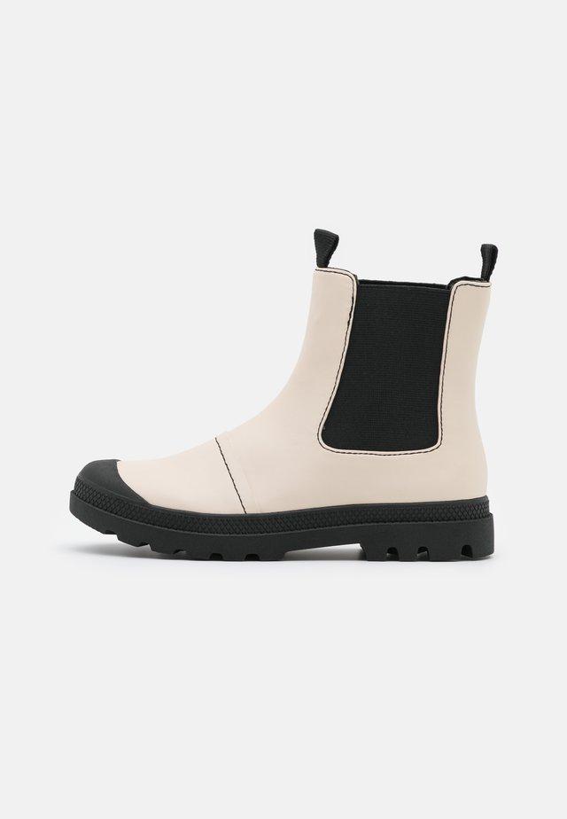 ASTRID LUG SOLE BOOT - Kotníkové boty - ecru