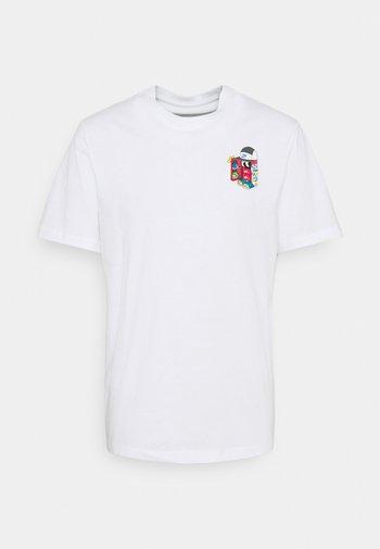 TEE SHOEBOX - T-shirt med print - white
