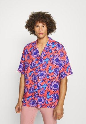 SHIRT IN POLARISED FLOWER - Skjorta - red/blue