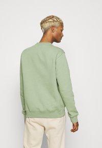 Nike Sportswear - CLUB CREW - Felpa - oil green - 2