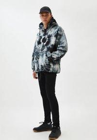 PULL&BEAR - Summer jacket - white - 1