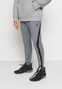 Jordan - AIR DRY PANT - Pantaloni sportivi - carbon heather/black - 0