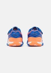 Joma - XPANDER JUNIOR UNISEX - Indoor football boots - royal/orange - 2