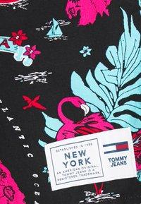 Tommy Jeans - MIAMI PRINT UNISEX - Shorts - black - 2