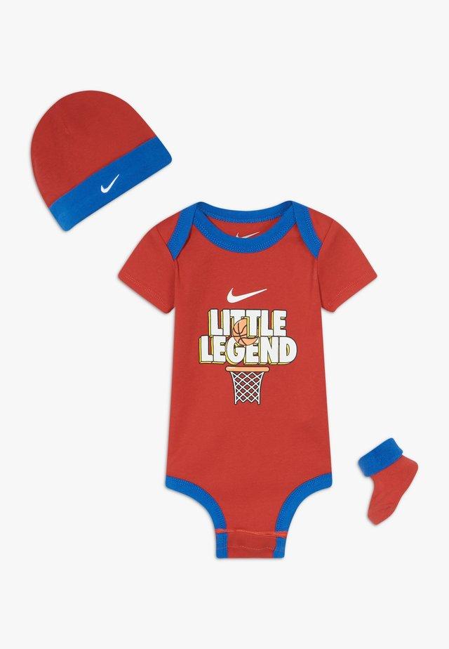 MOTIVATE VERBIAGE BABY SET  - Regalo per nascita - university red
