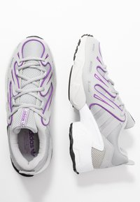 adidas Originals - EQT GAZELLE RUNNING-STYLE SHOES - Baskets basses - grey two/active purple - 3