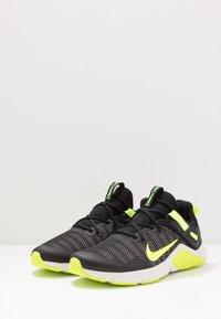 Nike Performance - LEGEND ESSENTIAL - Chaussures d'entraînement et de fitness - black/volt/spruce aura - 2