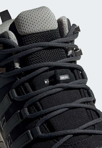 adidas Performance - TERREX SWIFT R2 MID GTX SHOES - Outdoorschoenen - black - 8