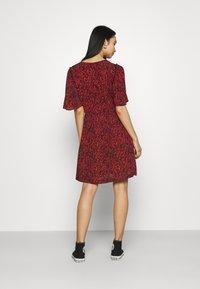 Scotch & Soda - PRINTED DRESS WITH FITTED WAIST - Denní šaty - combo - 2