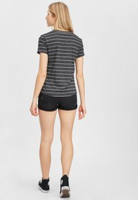 O'Neill - Basic T-shirt - black with white - 2