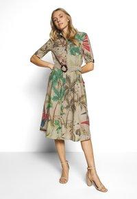 Desigual - VEST KATE - Košilové šaty - beige safari - 1