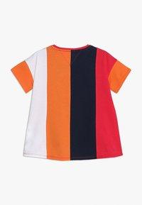 Tommy Hilfiger - COLOR BLOCK PANEL TEE  - T-shirt imprimé - multi - 1