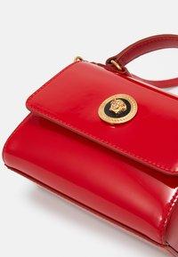 Versace - BORSA TOTE MEDUSA RASO  - Across body bag - passion/oro - 3
