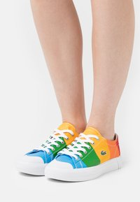 Lacoste - POLAROID GRIPSHOT - Baskets basses - yellow/offwhite - 0