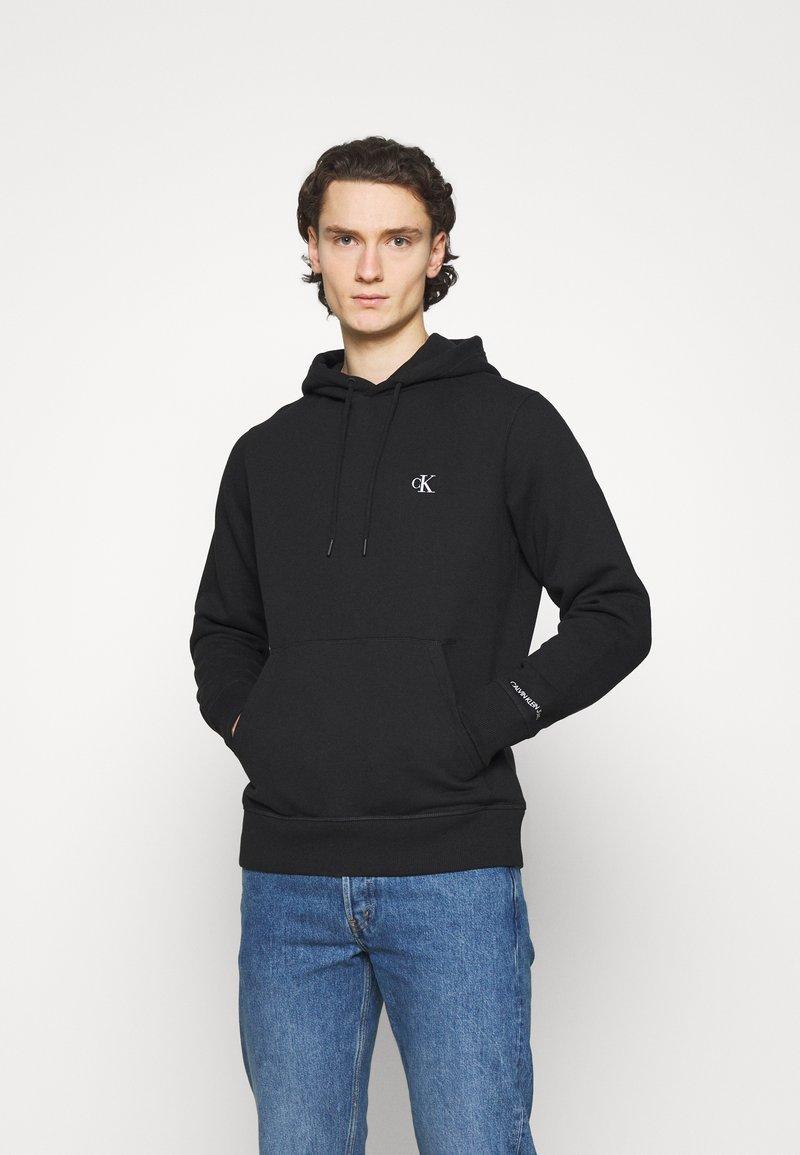 Calvin Klein Jeans - ESSENTIAL REGULAR HOODIE - Felpa - black