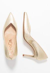 Paco Gil - MINA - Classic heels - vulcana platino - 3