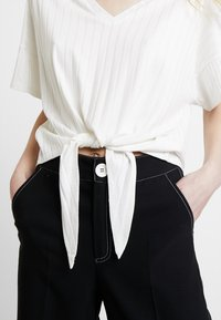 one more story - T-shirt med print - offwhite - 4