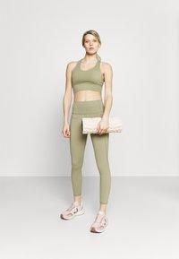 Cotton On Body - ULTIMATE BOOTY 7/8 - Leggings - oregano - 1