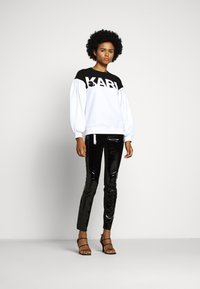 KARL LAGERFELD - PATENT - Leggings - black - 1