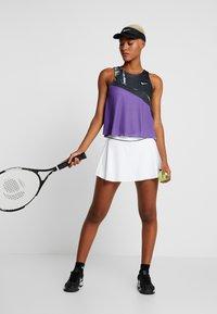 Nike Performance - FLOUNCY SKIRT - Rokken - white/black - 1