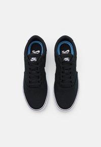 Nike SB - CHRON 2 UNISEX - Sneakersy niskie - black/white - 3