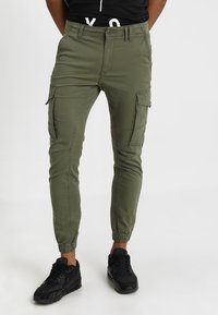 Jack & Jones - JJIPAUL JJFLAKE  - Cargobukse - olive night - 0