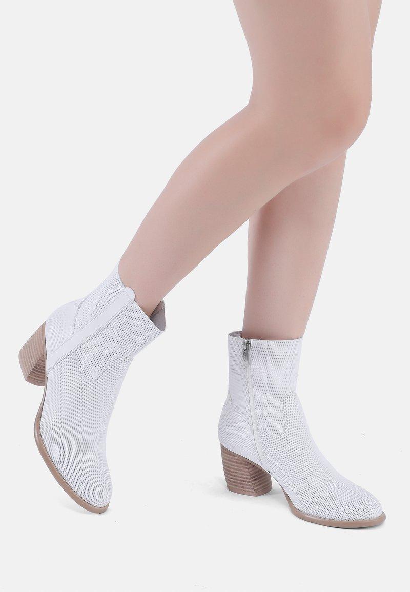 Ekonika - Classic ankle boots - weiß