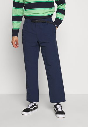 PILGRIM SURF AND SUPPLY PANT - Broek - dress blues