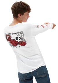 Vans - MN ROSE BED LS - Long sleeved top - white - 1