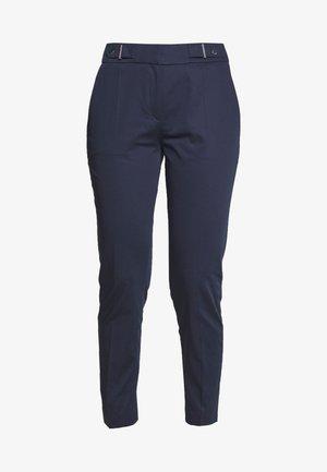 HALONI - Chino kalhoty - open blue