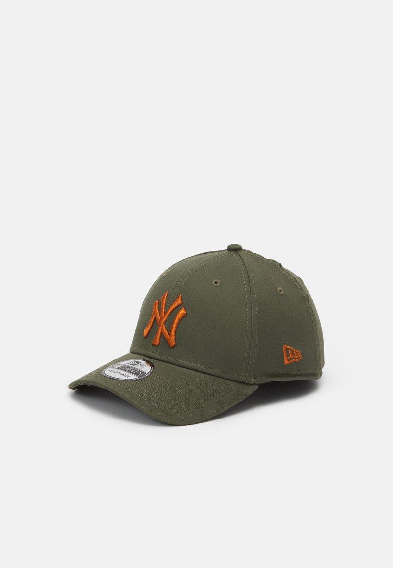 New Era - LEAGUE ESSENTIAL 39THIRTY UNISEX - Keps - green/orange