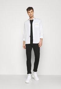 Versace Jeans Couture - Shirt - bianco ottico - 1