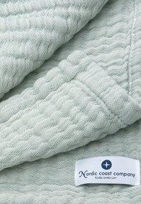Nordic coast company - 4-IN-1 - Muslin blanket - green - 3