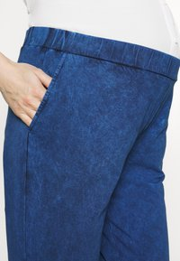 Gebe - TROUSERS FLORANCE - Kalhoty - indigo blue - 4
